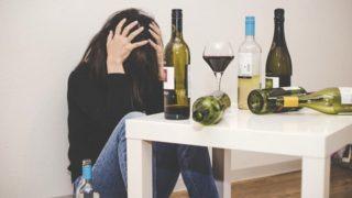 アルコール依存症の症状とチェック方法|酒の飲みすぎは依存性の原因