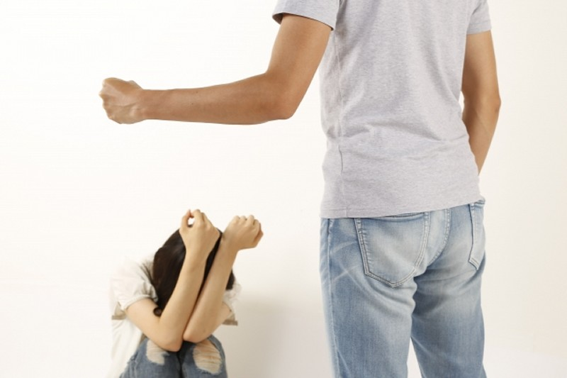アルハラ夫の飲み仲間が家庭内暴力・DVをふるって離婚した