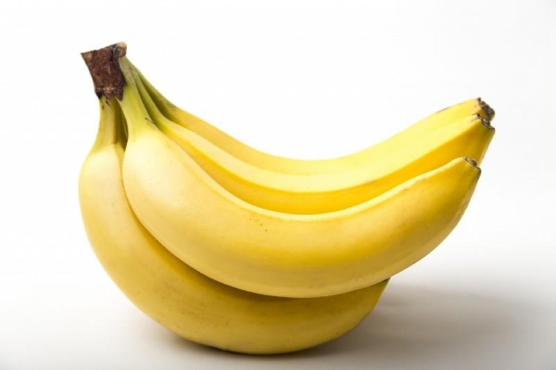 うつ病の原因のセロトニン不足のためトリプトファンが含まれるバナナを食べる