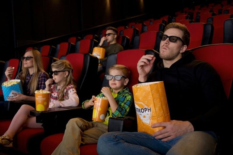 酒を飲めない趣味、家族で映画を観る