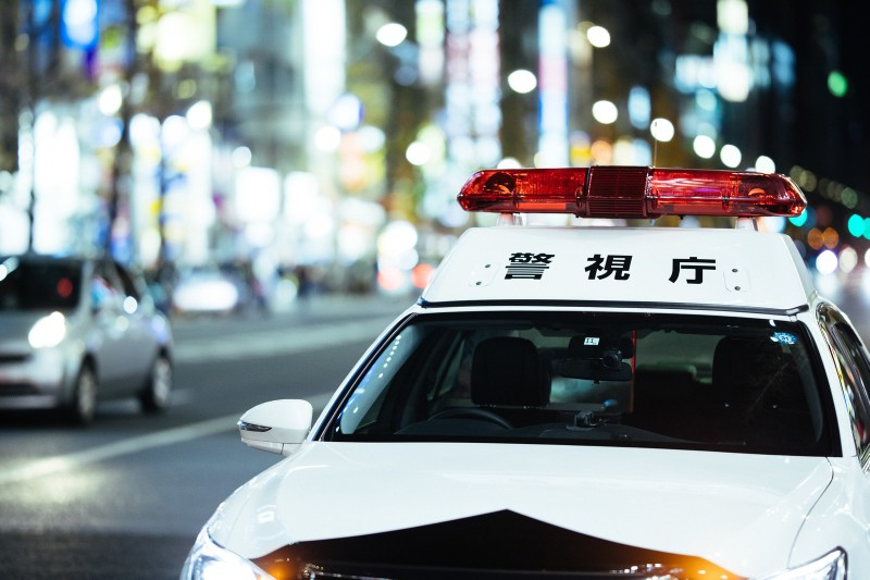 アルコール依存症が警察沙汰のパトカー