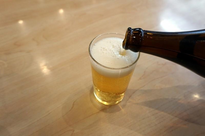 未成年がビールで飲酒する事例