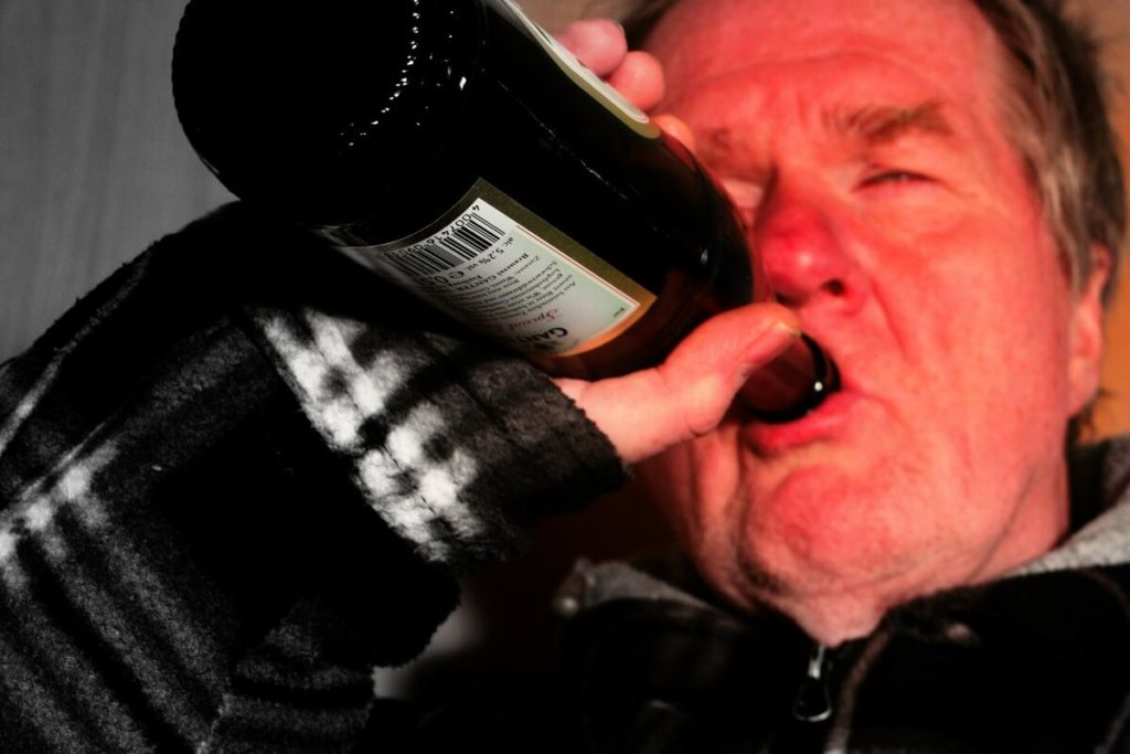 アルコール依存症がじょじょに進んでいく