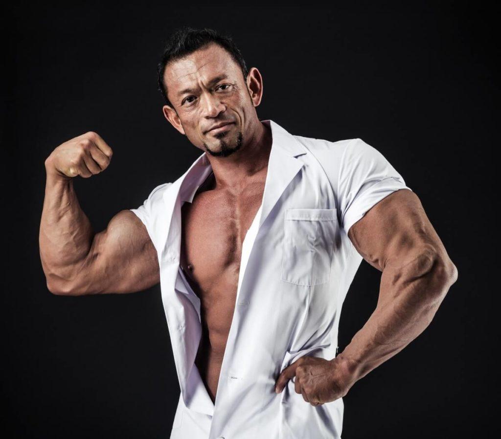 背は小柄だったが身体は筋肉でまるまるとして腕っぷしは強く、腕相撲は誰にも負けない