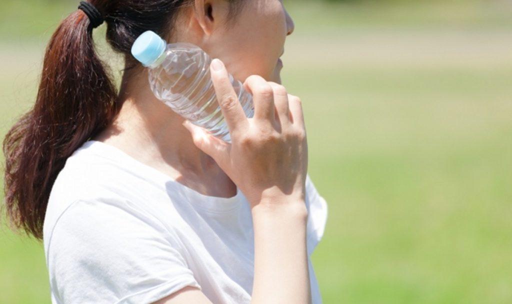 暑い日にビールを飲んだとき、熱中症を防ぐ方法