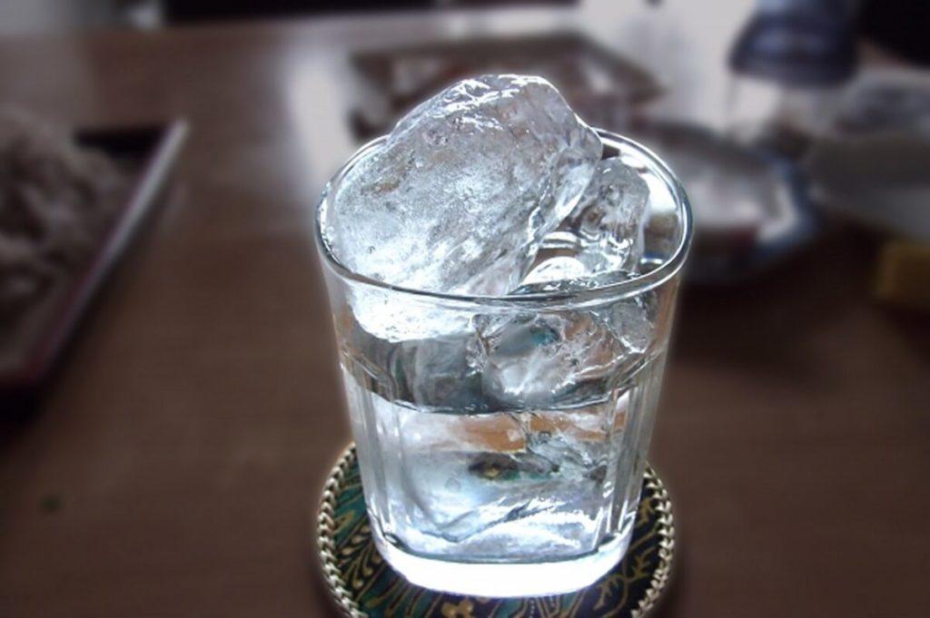 アルコール依存症は飲酒欲求で朝から酒が飲みたくなる