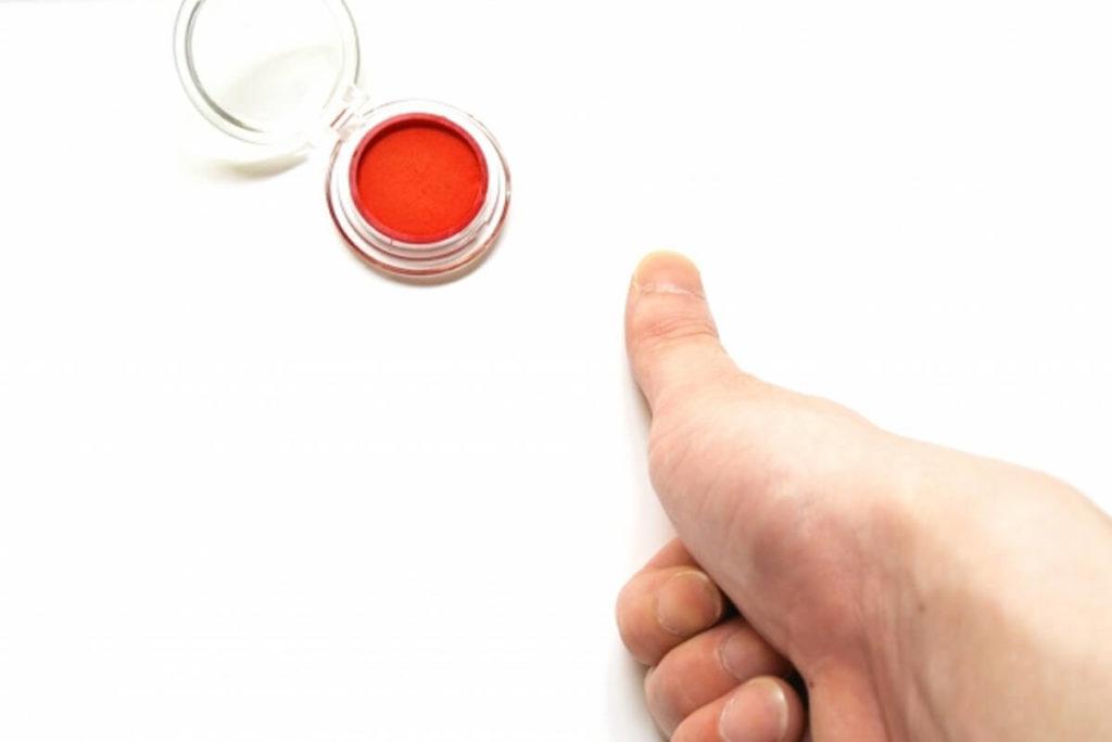 警察の留置場を釈放時、10本の指の指紋を取られる