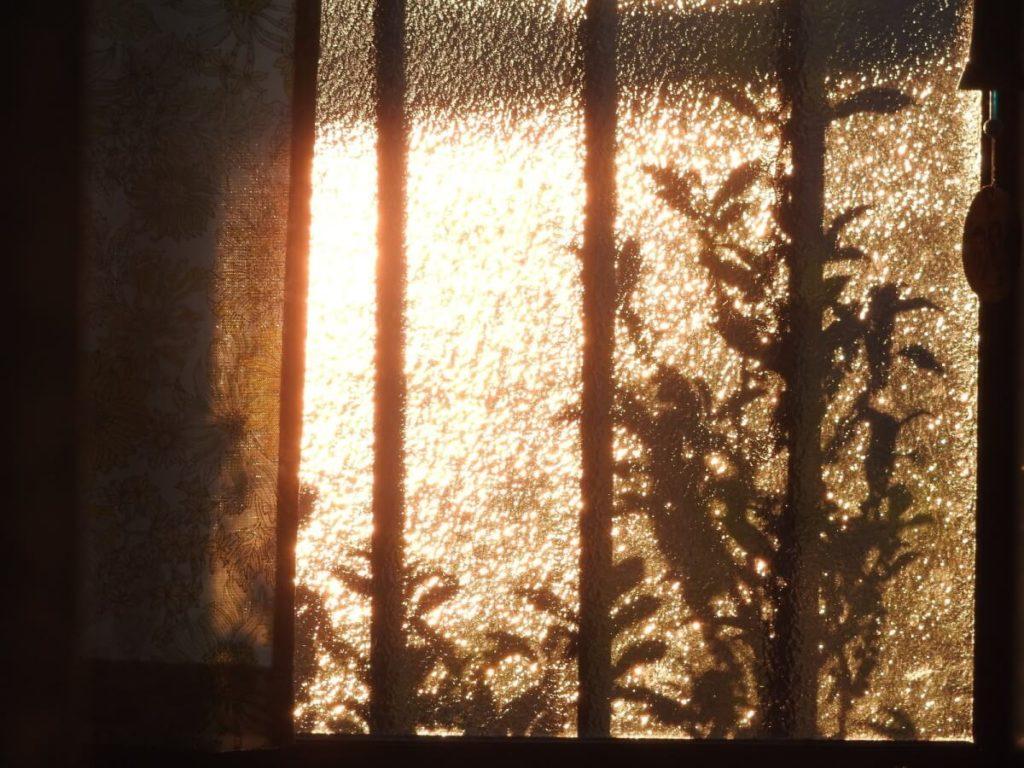精神科・閉鎖病棟の個室の閉まらない窓