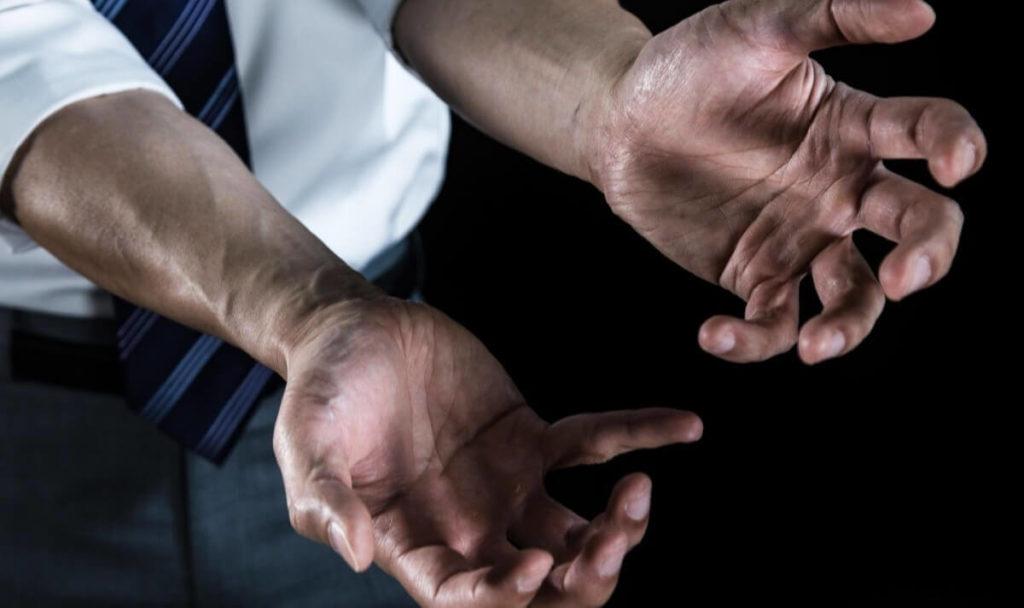 アルコール離脱症状の手の震え・振戦