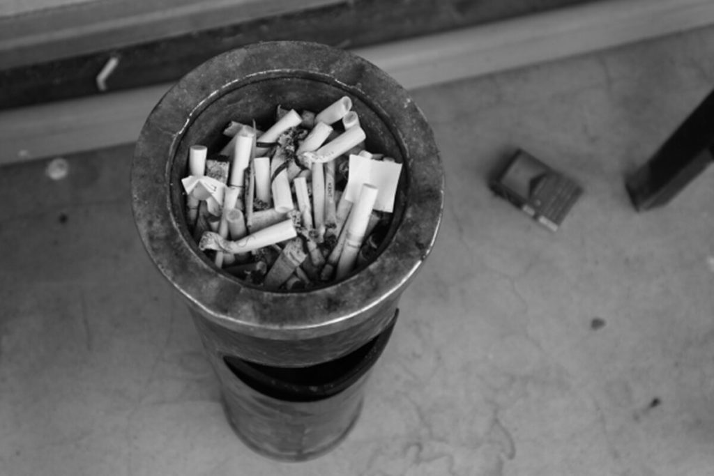 瀬野川病院1階の喫煙所