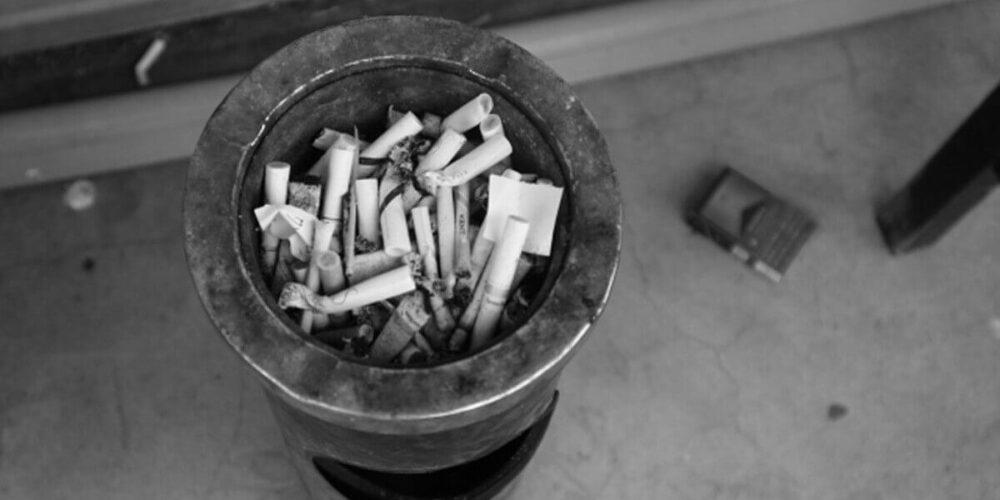 精神科・閉鎖病棟の喫煙所