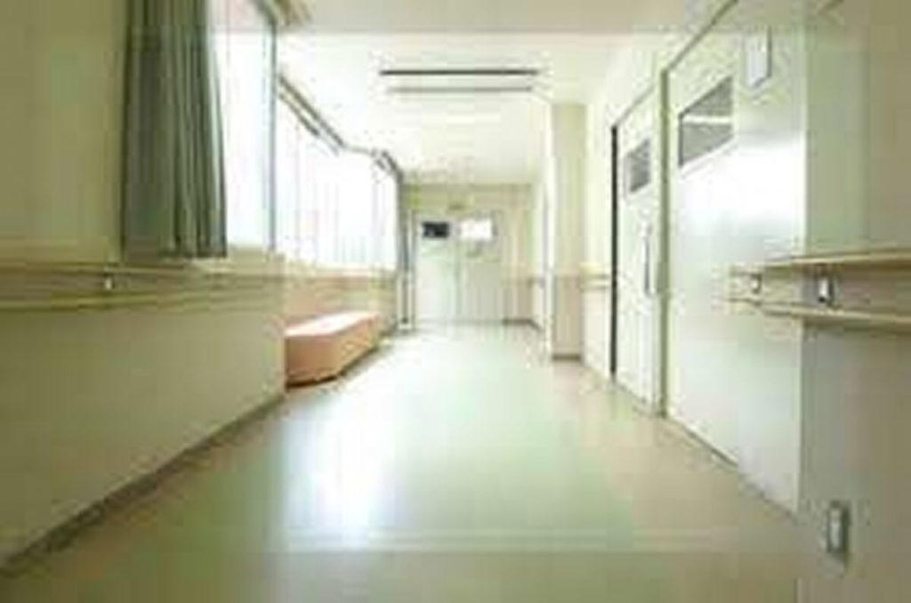 精神科・閉鎖病棟の廊下