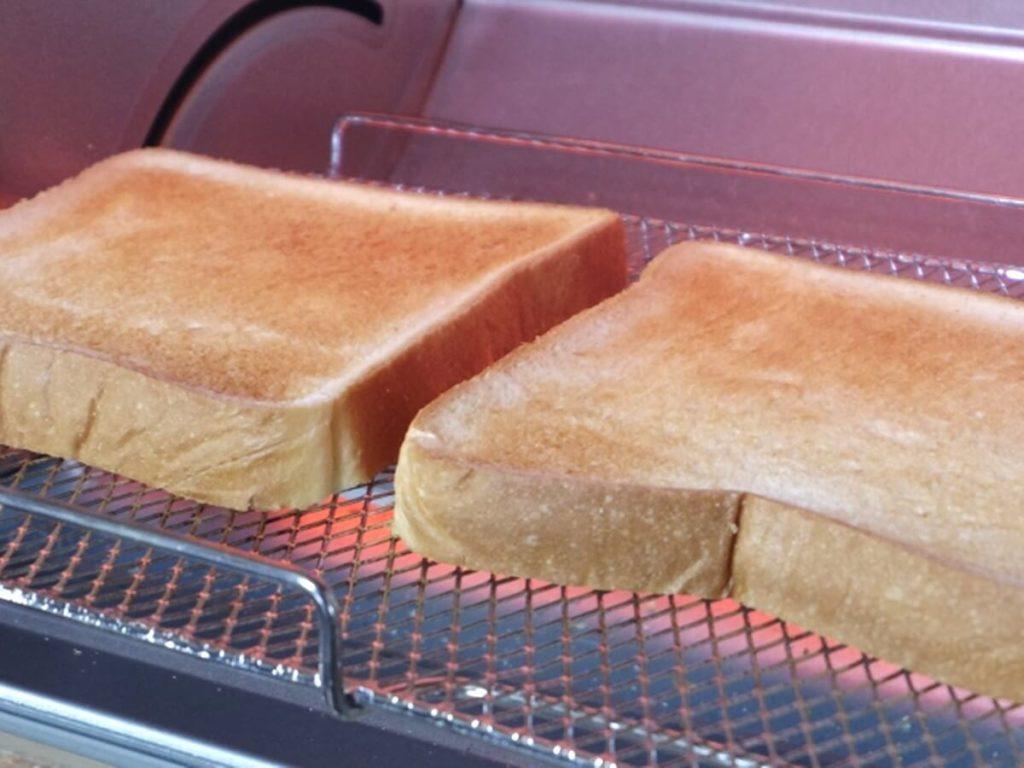 保護室の朝食、トースター