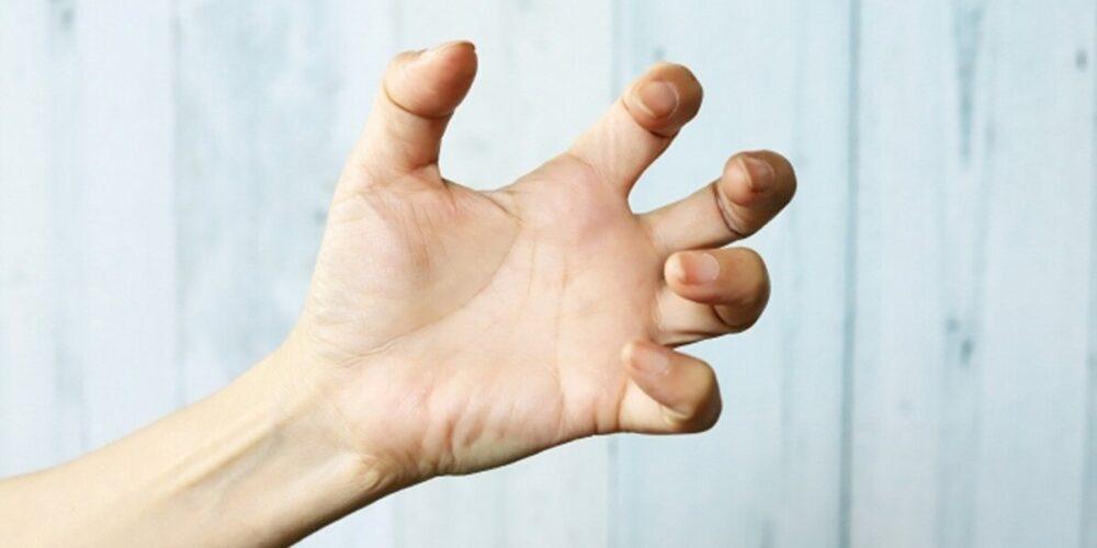 アルコール離脱症状は手の震え、発汗などつらい