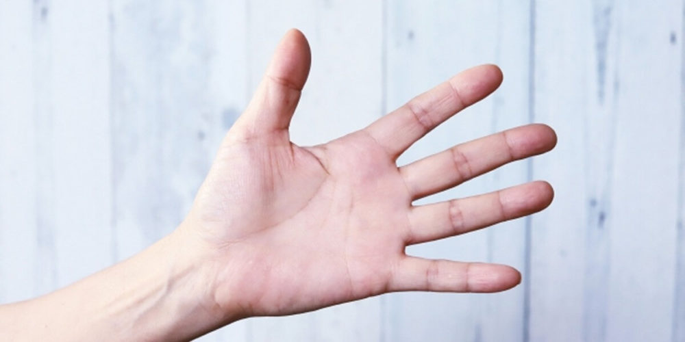 アルコール離脱症状で震える手