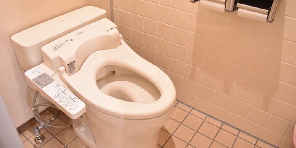 パチンコ屋のトイレで隠れ飲み